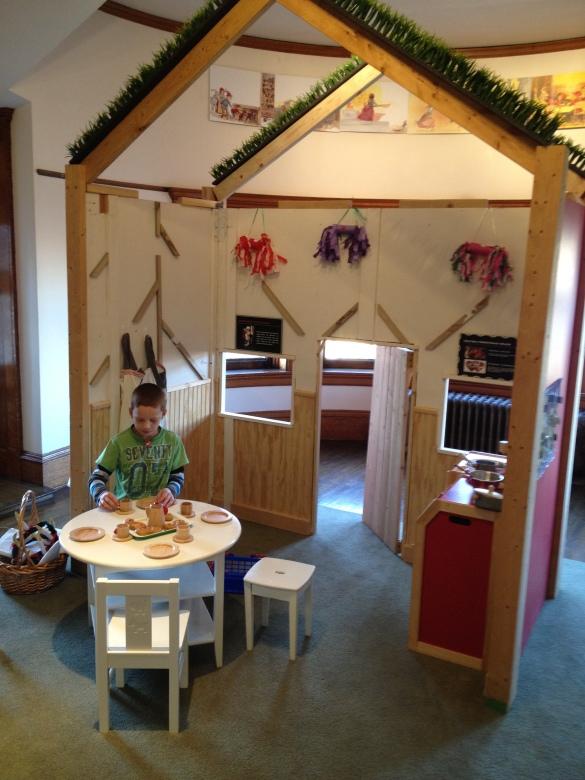 DIY Castle Playhouse Diy PDF Download plans tree bookshelf ...